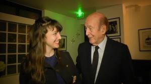 Valéry Giscard d'Estaing et EmilieAnneCharlotte dans les coulisses du théâtre des 2 ânes.