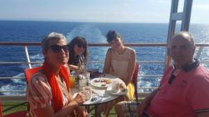 à bord du Néoriviera - Florence, Delphine, Emilie et Manu